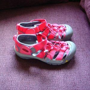 KEEN H2 Girls Red Sz 2 Waterproof Water Sandals